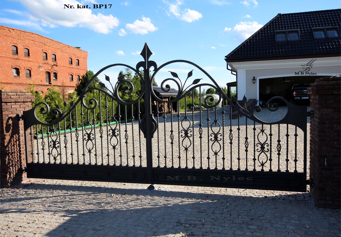 Klasyczna brama do rezydencji bp17